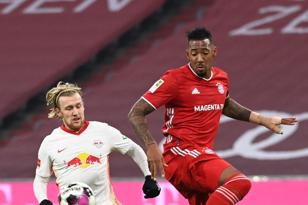 Bayern Munich cũng không thể tận dụng cú sảy chân của đối thủ trực tiếp khi cũng chỉ có được 1 điểm từ trận hòa 3-3 với Leipzig trong thế trận phải rượt đuổi.
