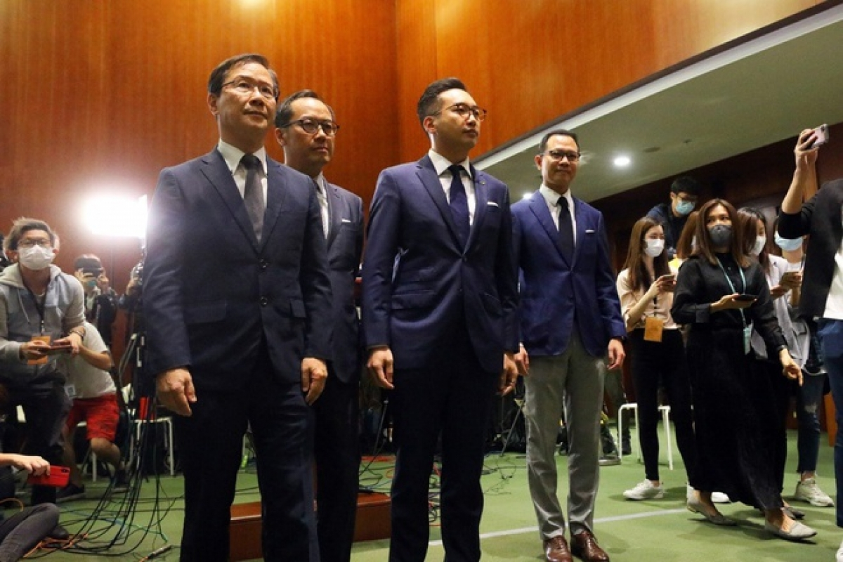 Bốn nhà lập pháp Hong Kong bị bãi nhiệm. Ảnh:South China Morning Post.