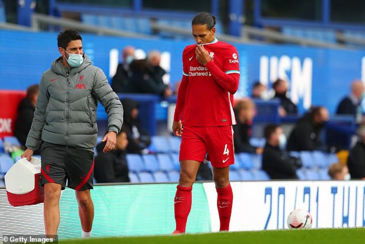 Virgil Van Dijk được phẫu thuật vào cuối tháng 10 và có nguy cơ phải nghỉ hết mùa giải.