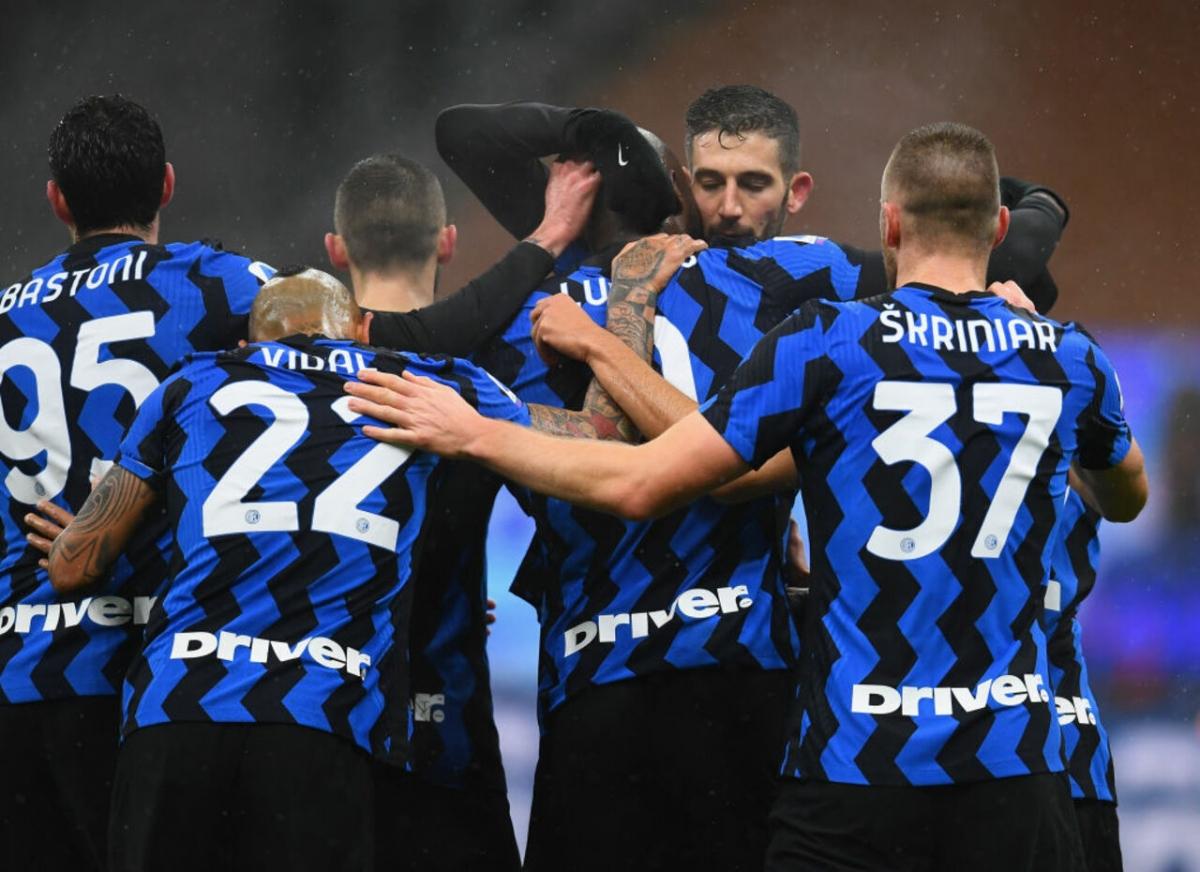 Ở vòng 10 Serie A, Inter đánh bại Bologna 3-1 nhờ cú đúp của hậu vệ Hakimi cùng 1 bàn của Lukaku để tái chiếm vị trí thứ 2 trên BXH từ tay Juventus.