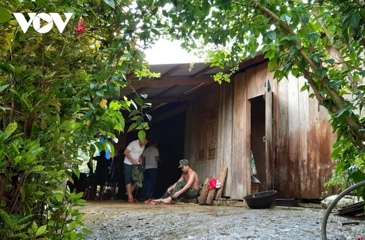 Người dân nhường nhà cho bộ đội ở trong những ngày tìm kiếm nạn nhân mất tích ở Trà Leng
