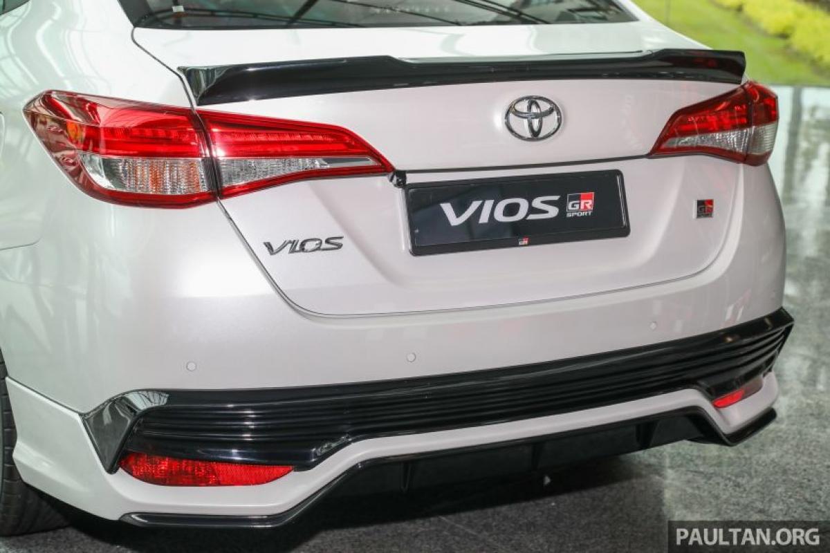 """Biến thể thể thao của Vios trước đây vượt ra ngoài bộ khí cụ bao gồm phiên Vios Sports Edition 2017 và TRD Sportivo với hệ thống treo tùy chọn từ thế hệ """"Dugong""""."""