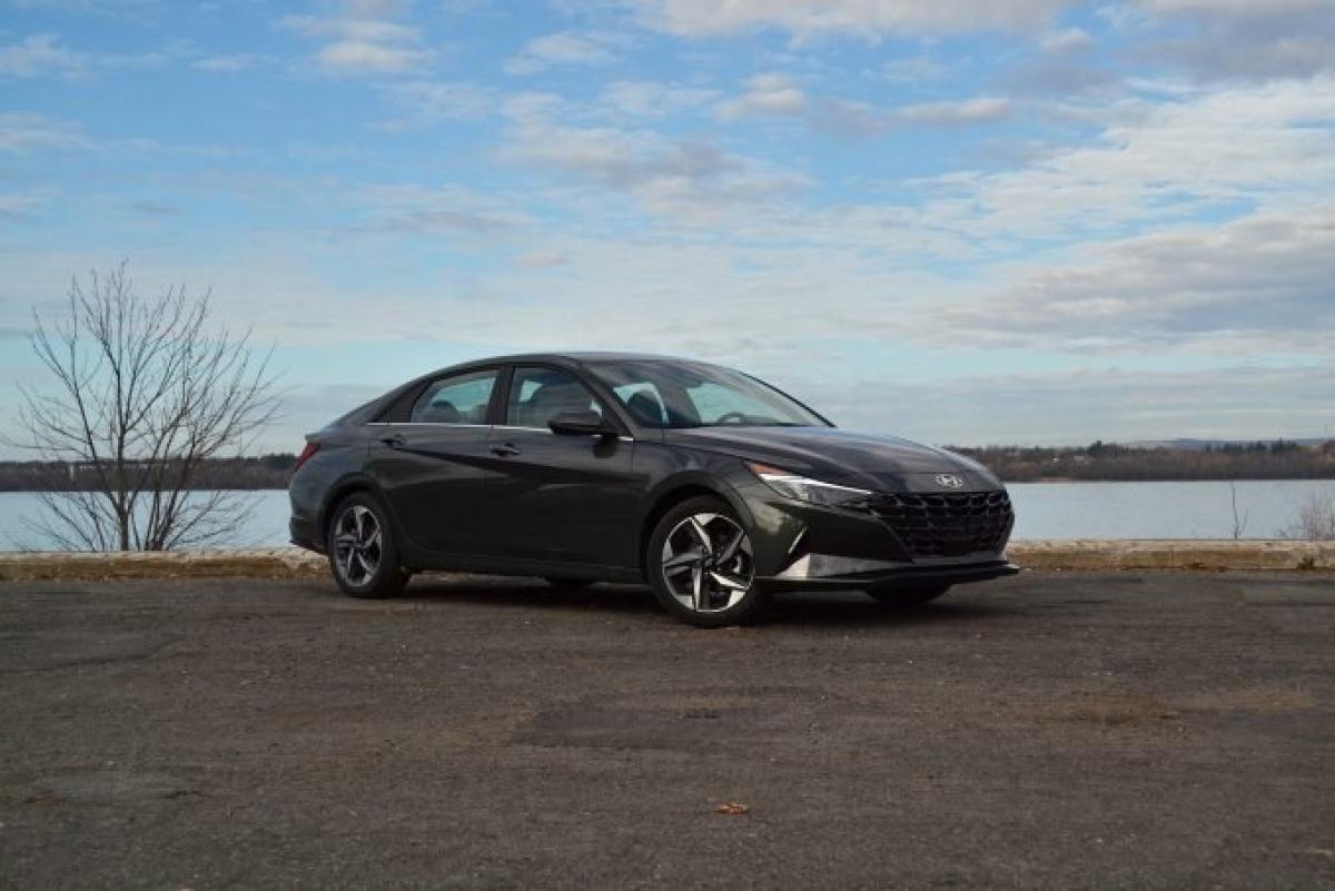 Với truyền thống về giá trị và sự đáng tin cậy, Hyundai một lần nữa được góp mặt trong danh sách này. Hãng xe Hàn Quốc nắm bắt được xu hướng rằng những mẫu xe cũ hơn cps vẻ đáng tin cậy hơn nhờ mẫu Kona cùng hiệu suất mạnh mẽ của mình. Năm tới sẽ chứng kiến một loạt thay đổi với dòng sản phẩm của Hyundai, với bản cập nhật cho chiếc Kona trên, và các phiên bản mới của Elantra và Tucson.