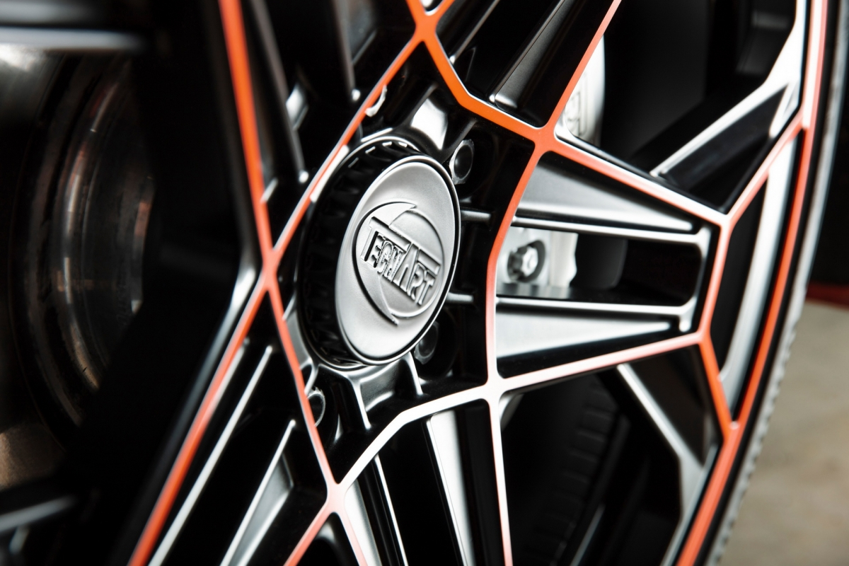 Ngoài ra còn có rất nhiều loại bánh xe, từ kiểu dáng cổ điển đến thiết kế hầm hố, tùy theo sở thích. Techart thậm chí có thể bổ sung thêm điểm nhấn trang trí với màu sắc bạn yêu thích cho bánh xe mới của bạn.