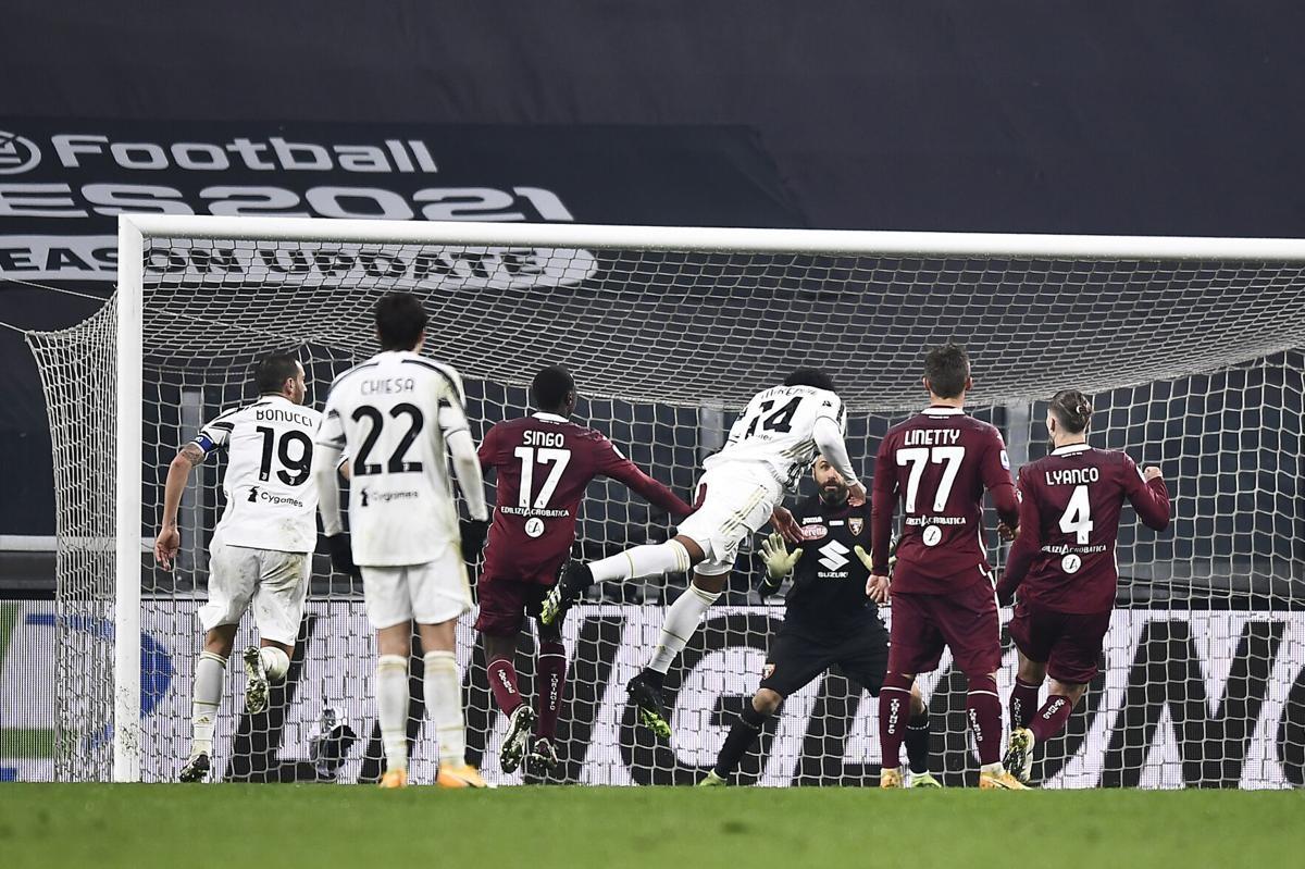 Tuy nhiên, các pha phối hợp tỏ ra đơn điệu, thiếu tính đột biến, hiệp 1 kết thúc với tỷ số 1-0 cho Torino.