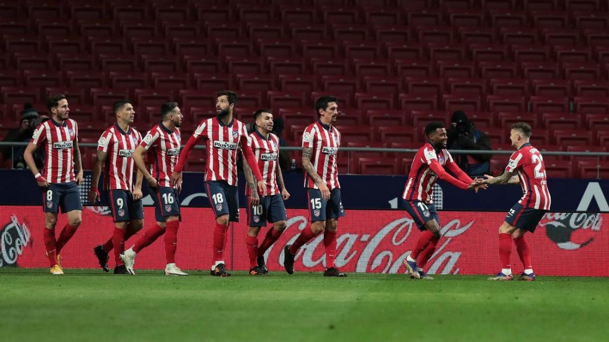 Tại Tây Ban Nha, Atletico Madrid củng cố ngôi đầu La Liga sau chiến thắng 2-0 trước Valladolid nhờ các bàn thắng của Lemar và Llorente.