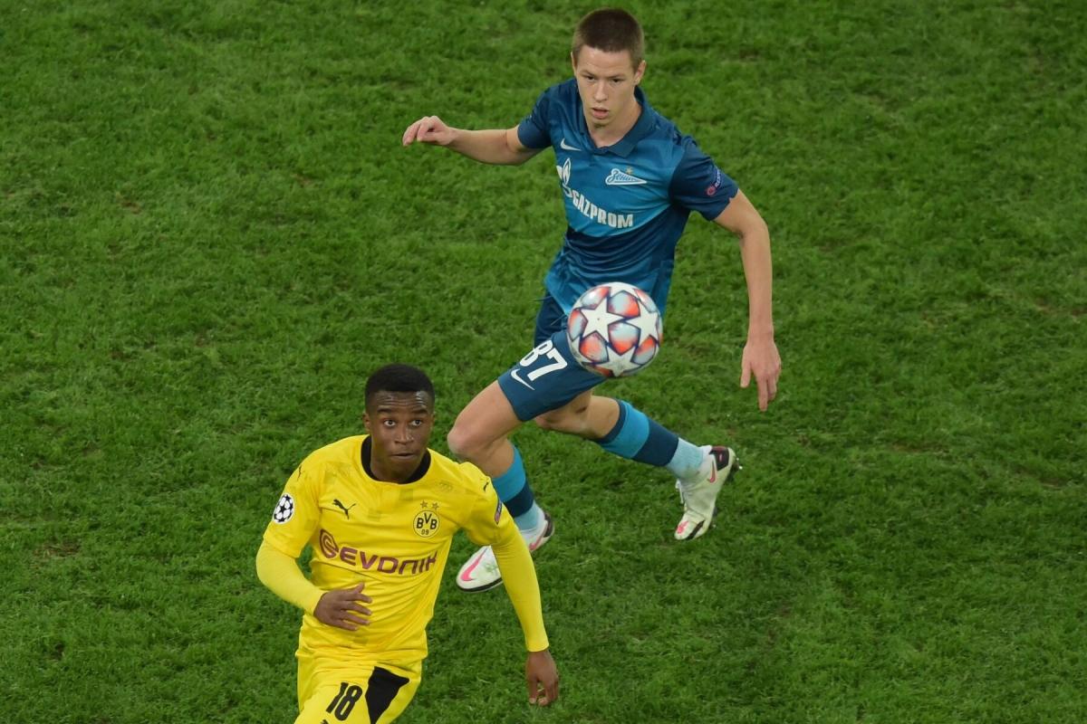 Trước khi trở thành cầu thủ trẻ nhất ghi bàn tại Bundesliga, Youssoufa Moukoko đã lập kỷ lục cầu thủ trẻ nhất ra mắt tại Champions League khi vào sân trong trận gặp Zenit ở thời điểm 16 tuổi và 18 ngày.
