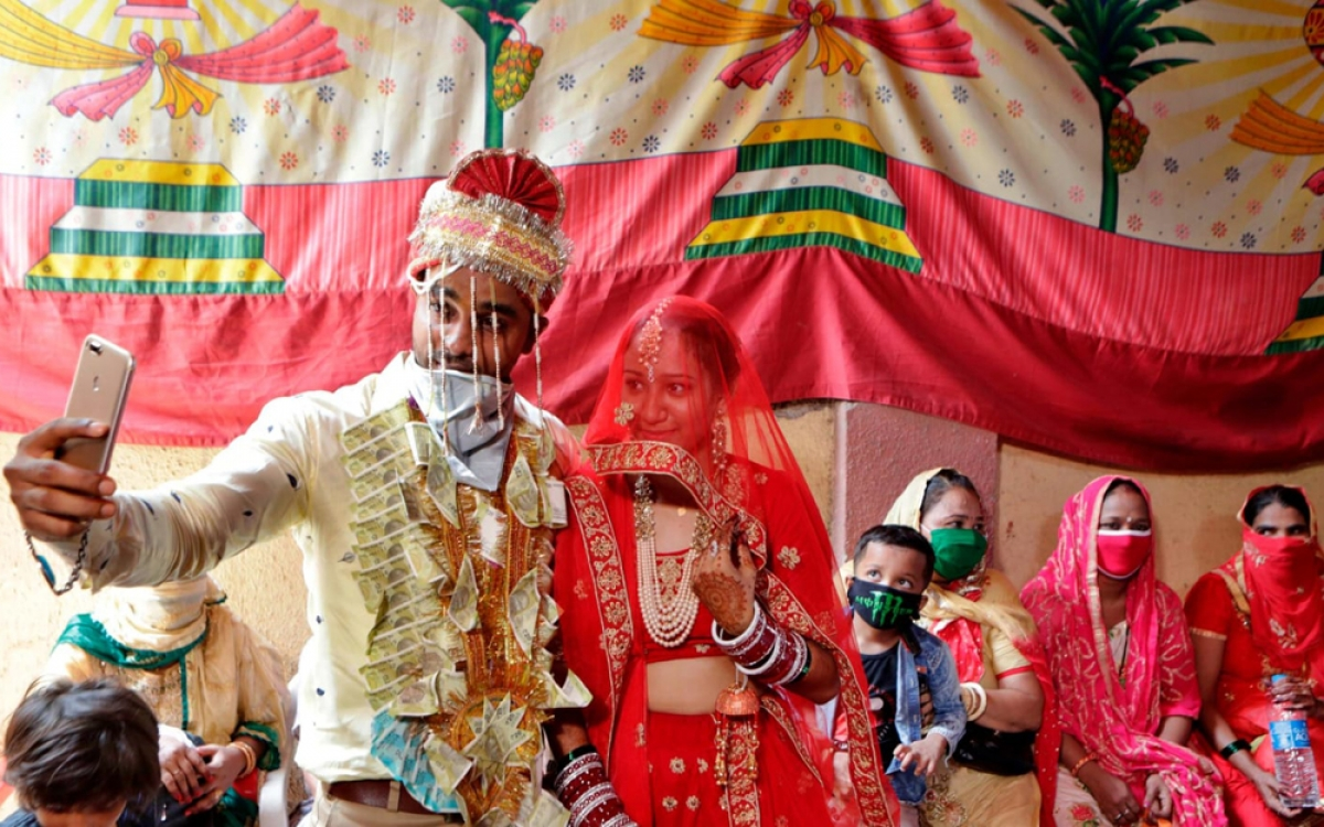 Tuy nhiên, năm nay do ảnh hưởng của đại dịch Covid-19 nên nhiều đám cưới xa hoa bị thu nhỏ quy mô để phòng dịch bệnh.