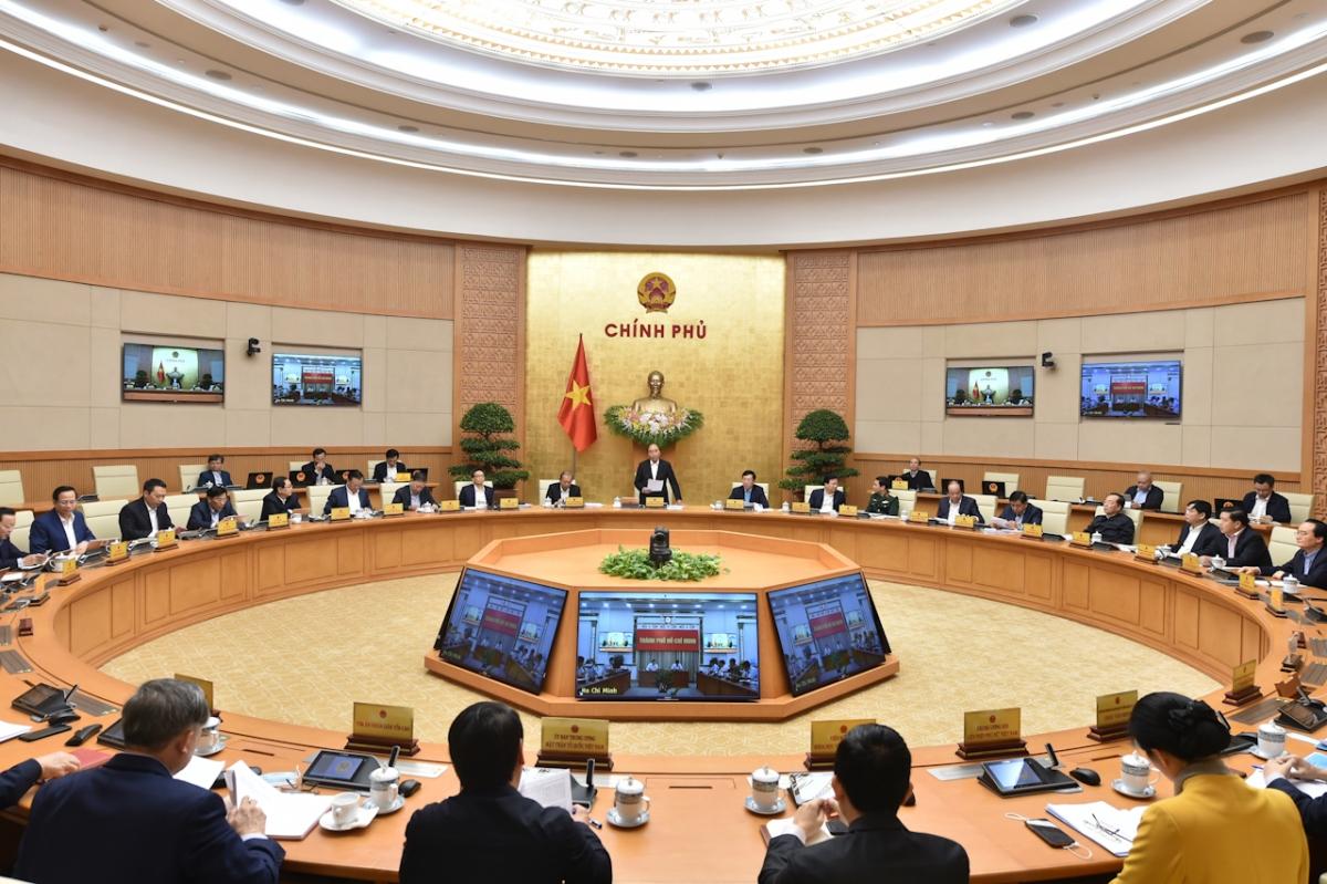Thủ tướng Nguyễn Xuân Phúc chủ trì phiên họp Chính phủ thường kỳ tháng 11/2020. Ảnh: VGP