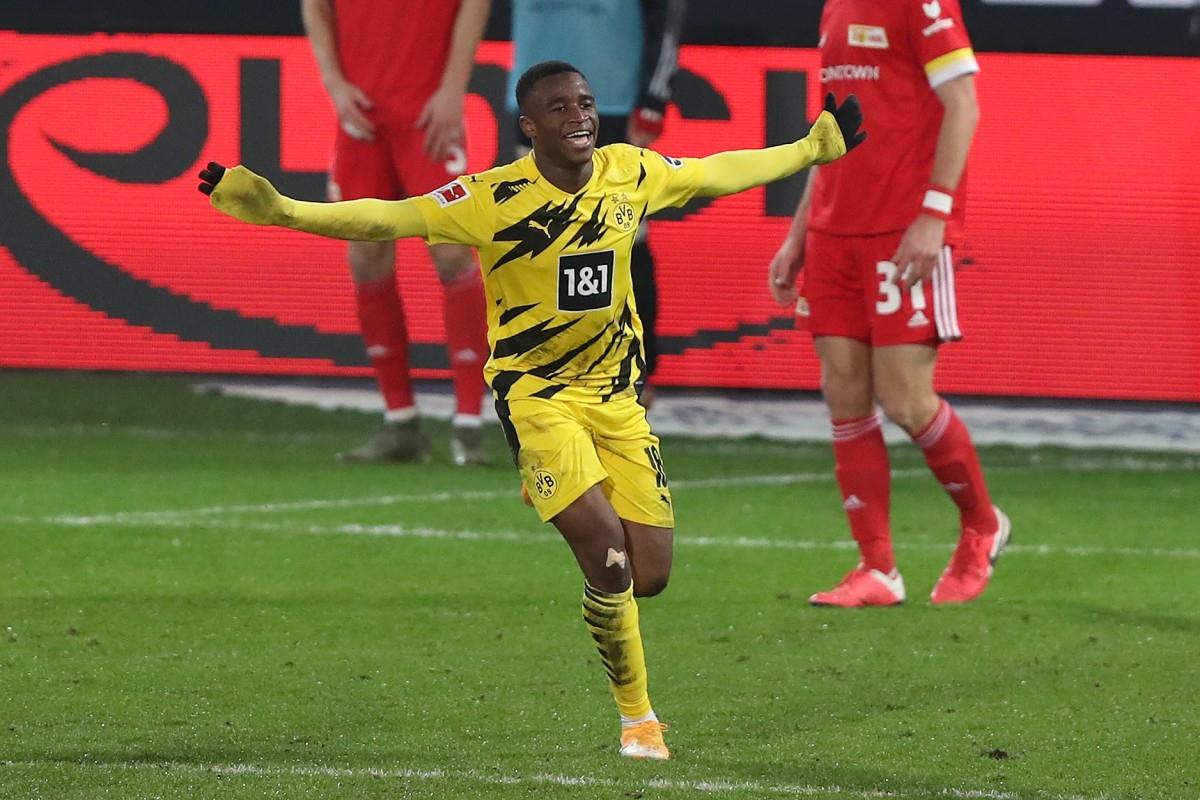 Youssoufa Moukoko sinh ngày 20/11/2004 tại Cameroon, tới Đức năm 10 tuổi và trở thành cỗ máy ghi bàn ở các đội trẻ của Dortmund.