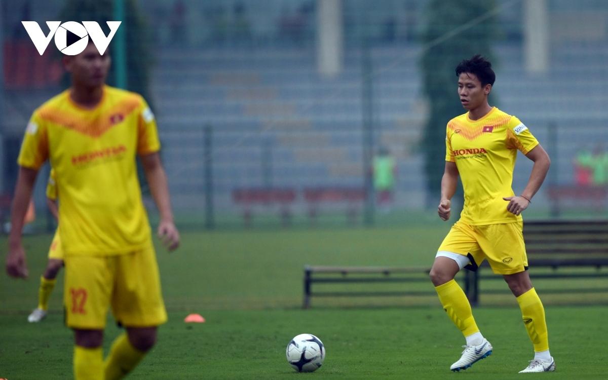 Quế Ngọc Hải chấn thương, bỏ lỡ các trận đấu của ĐT Việt Nam và CLB Viettel trong vòng 1 tháng tới.