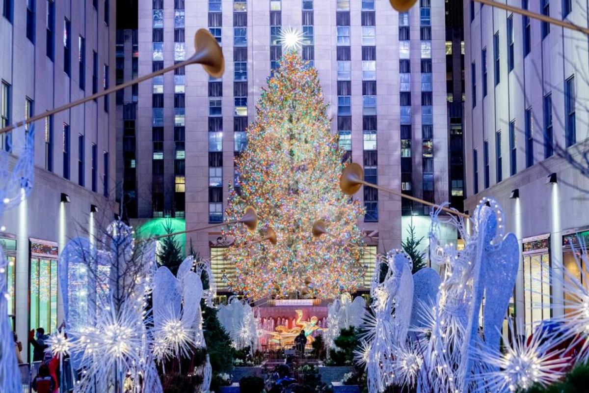 Cây thông Noel ở trung tâm thương mại Rockefeller, New York.