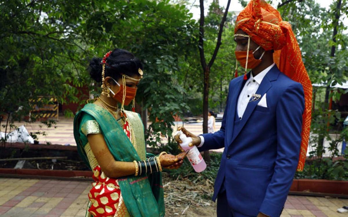 Các đám cưới đều phải cắt bớt danh sách khách mời, thu hẹp quy trình, hạn chế các nghi lễ không cần thiết.
