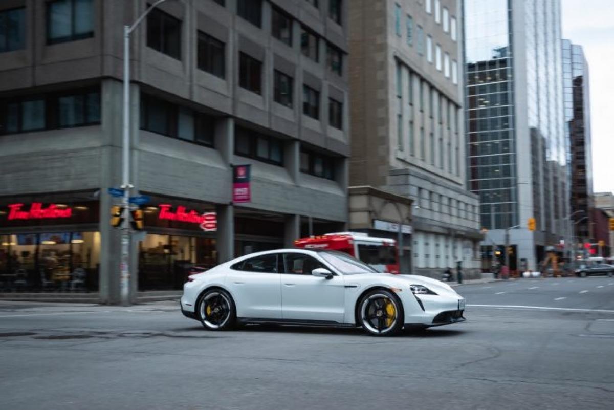 Porsche đang có vị trí không thực sự ổn định trong danh sách của CR. Hai năm trước Porsche đứng hạng 9 sau đó là hạng 5 vào năm ngoái. Hãng xe này đã trở lại bảng xếp hạng trước đó cho năm nay mặc dù Consumer Reports chỉ có thể báo cáo về 2 mẫu xe thông qua cuộc khảo sát của mình bao gồm Cayenne và Macan. Hãng đã hủy bỏ xếp hạng đề xuất cho chiếc Taycan EV mới nhưng hành động đó được dựa trên độ tin cậy dự đoán giữa trên nhưng chiếc EV khác – vẫn là quá sớm để nói về Porsche.