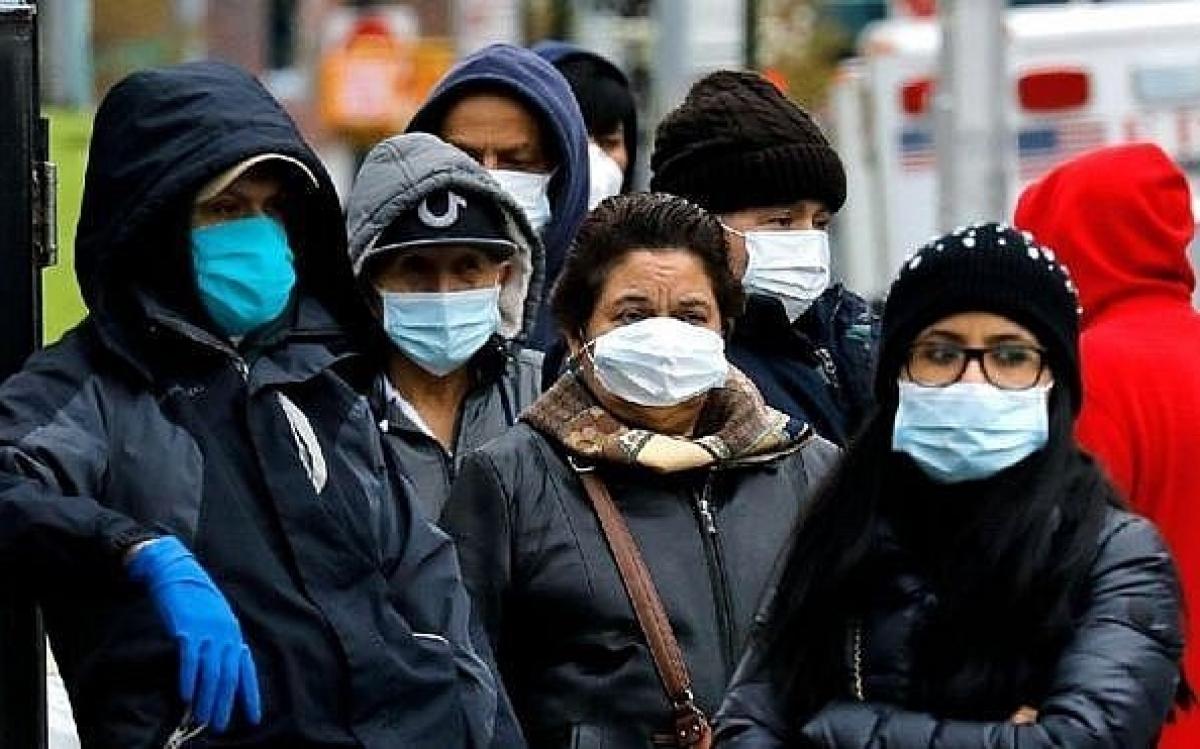 Người dân Mỹ đeo khẩu trang phòng ngừa Covid-19. Ảnh: EPA.