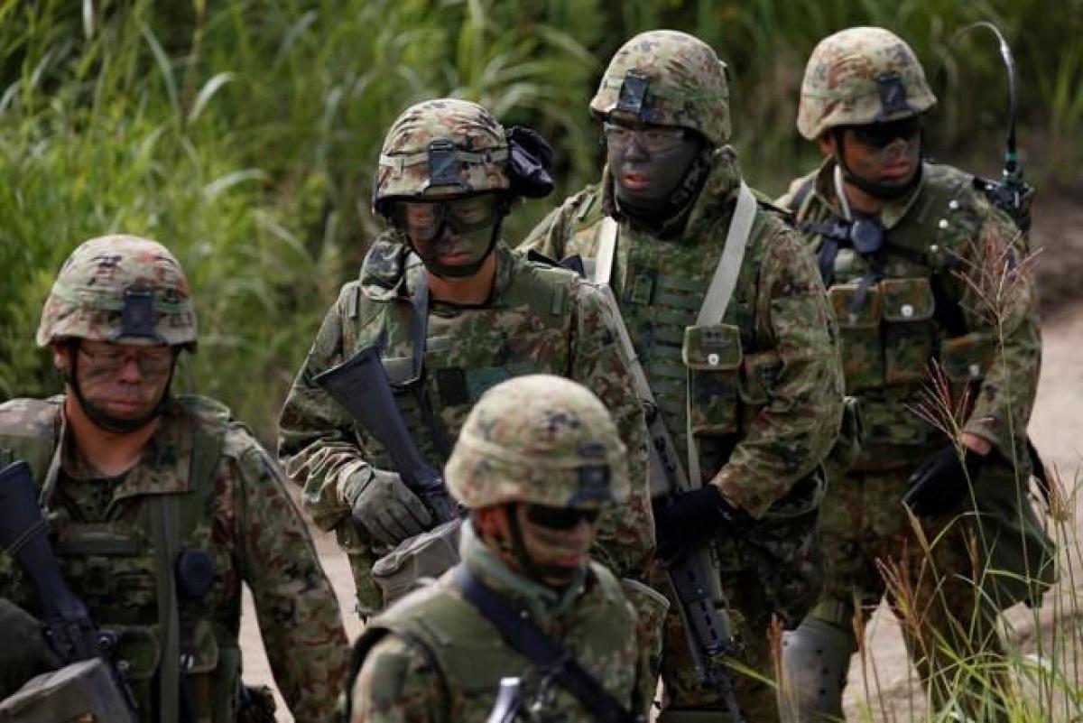 Lực lượng phòng vệ Nhật Bản tham gia tập trận chung với Thủy quân lục chiến Mỹ trong khu vực tập trận Hokudaien tại Eniwa, Hokkaido, Nhật Bản vào tháng 8/2017. Ảnh: Reuters