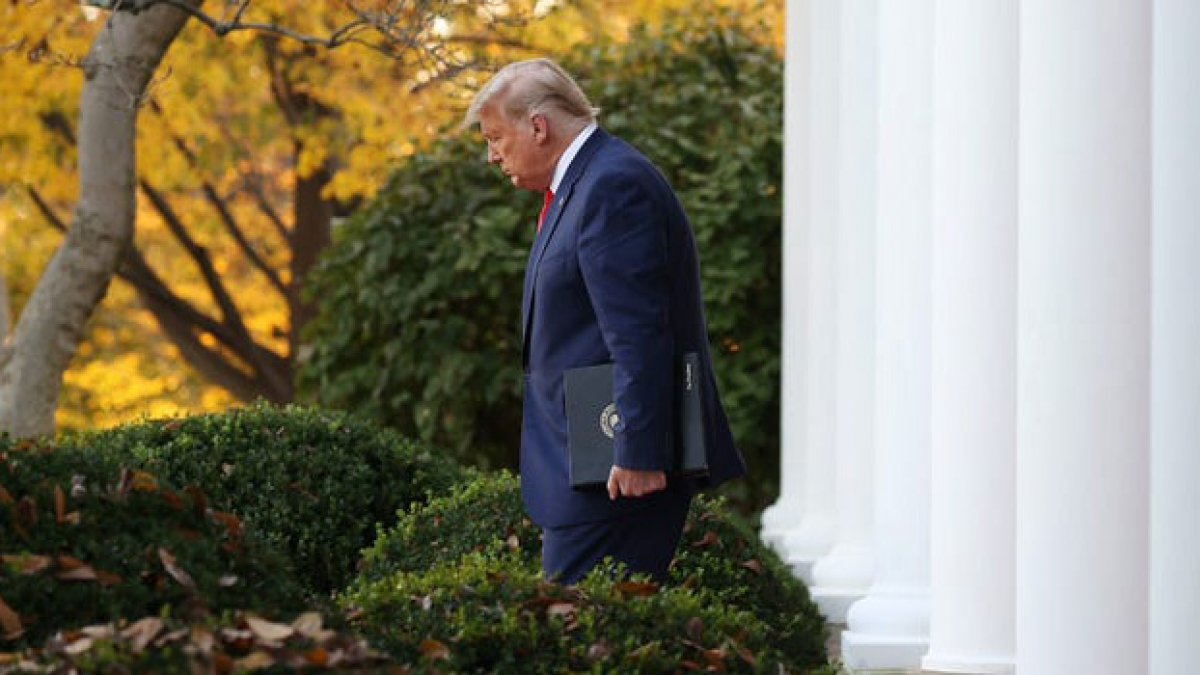 Điều gì sẽ xảy ra khi ông Joe Biden tới Nhà Trắng sau khi tuyên thệ nhậm chức trong ngày 20/1/2021 nhưng Trump lại không chịu rời Phòng Bầu dục? Ảnh: Business Insider