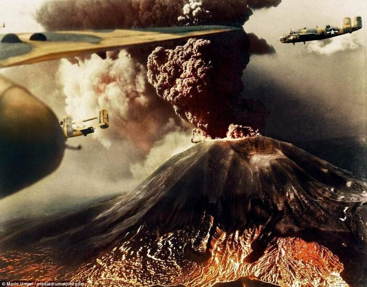 Lửa và giận dữ: Những chiếc máy bay B-25 bay trên bầu trời Italy khi ngọn núi Vesuvius phun trào dung nham và tro bụi. Vụ phun trào này đã khiến 57 người thiệt mạng, phá hủy làng San Sebastiano và San Giorg vào tháng 3/1944 trong khi quân đồng minh đang chiến đấu để giành ưu thế trên bầu trời.