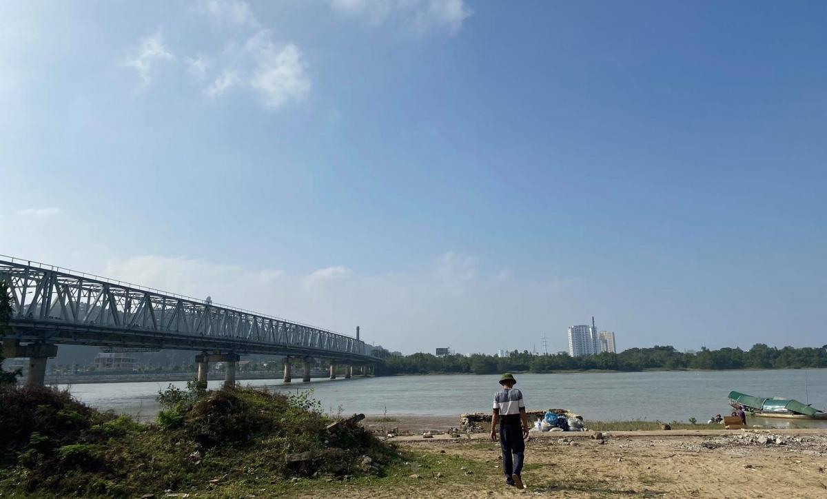 Khu vực cầu Bến Thủy 1 nơi xảy ra sự việc.