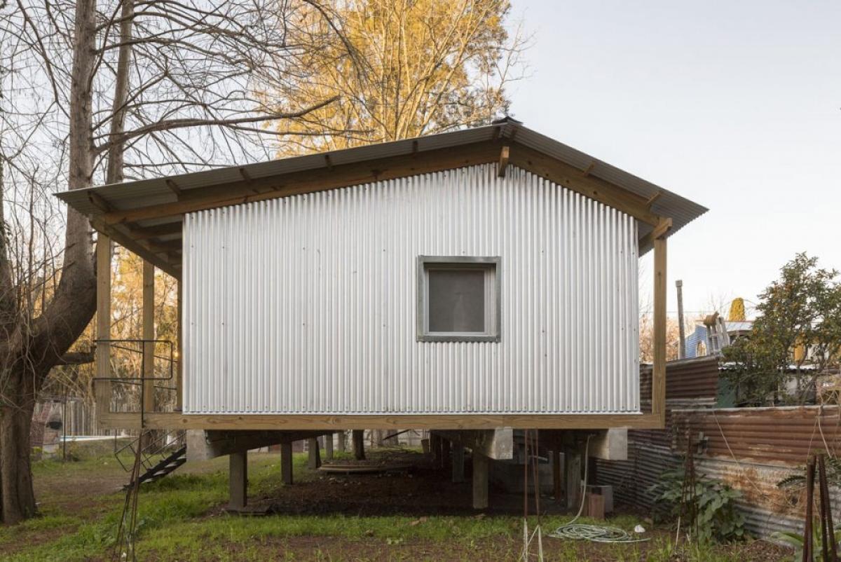 Cây xanh được bao quanh căn nhà tạo nên một không gian sống trong lành, dễ chịu.