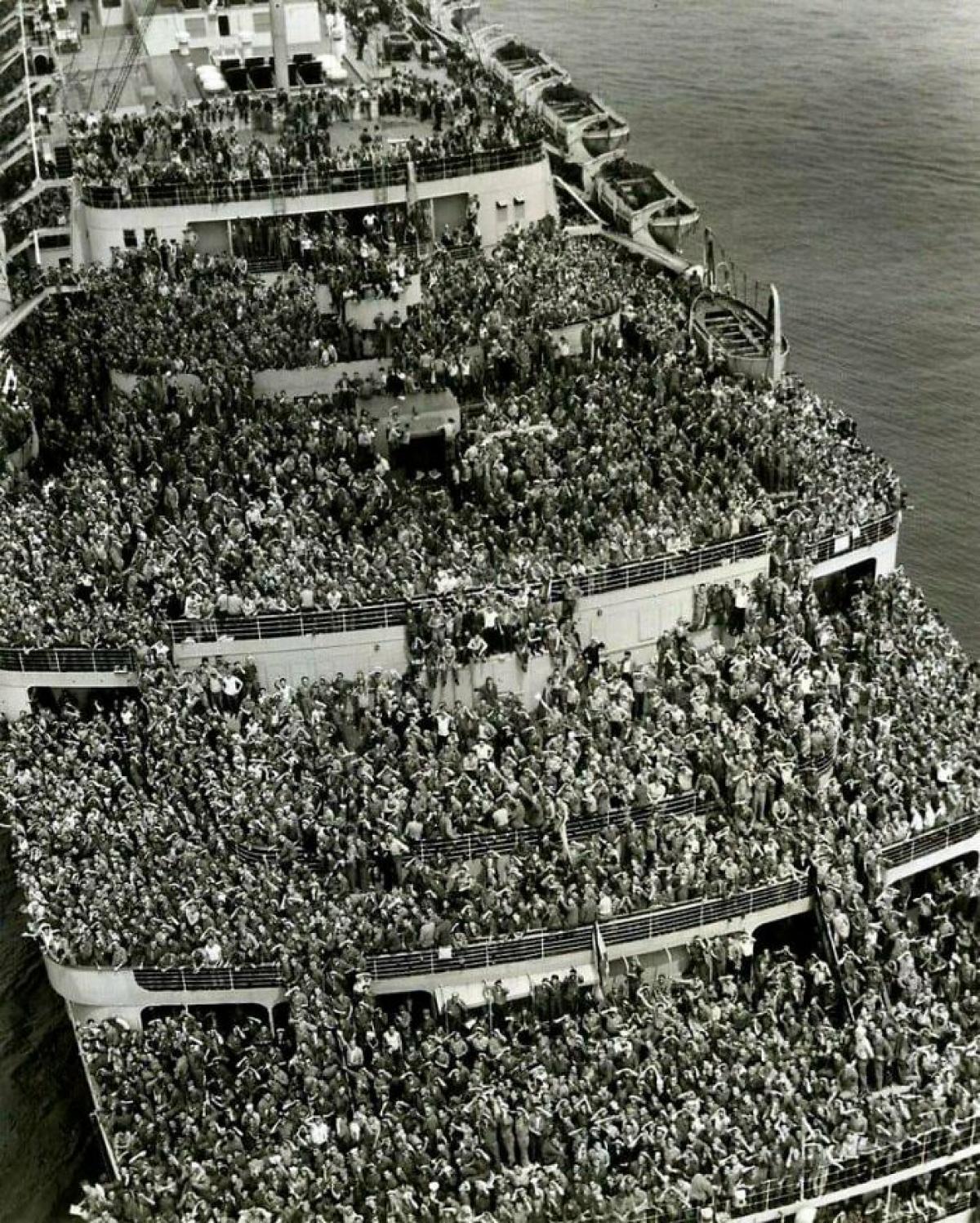 Những người lính quay trở về từ Thế chiến II, năm 1945.