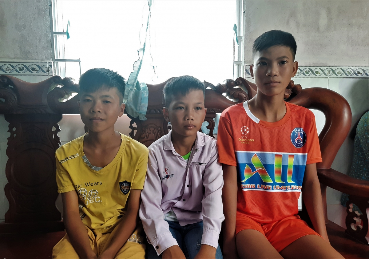 3 em học sinh Phan Văn Hậu (14 tuổi), Phan Thanh Ngoan (12 tuổi), Đỗ Nhật Huy (11 tuổi)