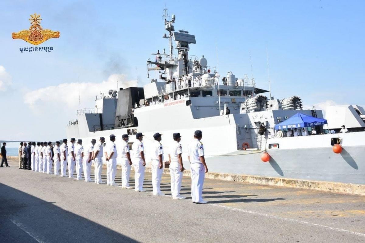 Tàu Ins Kiltan cập cảng Sihanoukville. Ảnh: Hải quân Campuchia