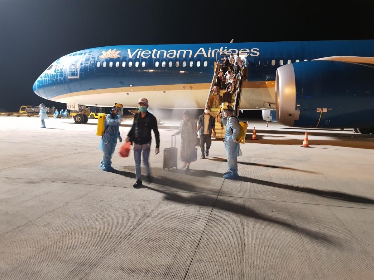 Chính phủ, Bộ GTVT đã yêu cầu dừng tất cả các chuyến bay quốc tế đến Việt Nam sau sự việcnam tiếp viên hàng không của Vietnam Airlines mắc Covid-19 và làm lây lan ra cộng đồng.