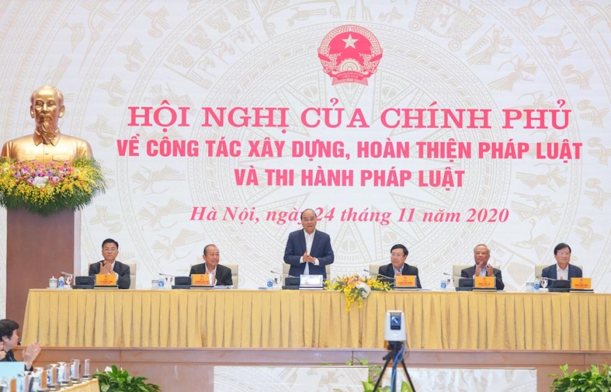 Thủ tướng Nguyễn Xuân Phúc chủ trì Hội nghị về công tác xây dựng, hoàn thiện pháp luật và thi hành pháp luật. (Ảnh: VGP)