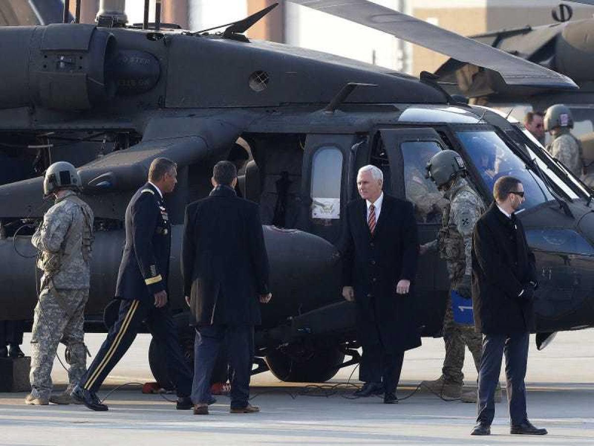 Phó Tổng thống Mike Pence sử dụng máy bay quân sự trong chuyến đi Hàn Quốc. Ảnh: Getty Images