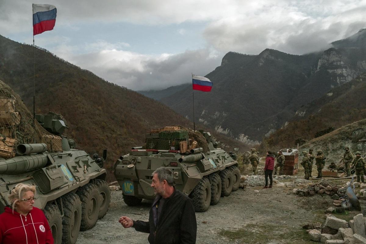Xe thiết giáp thuộc lực lượng gìn giữ hòa bình Nga có mặt ở khu vực Kelbajar.