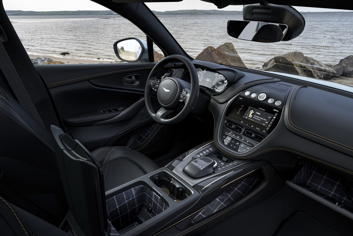 Theo công bố của hãng, sẽ chỉ có 18 chiếc SUV thể thao DBX Bowmore Edition được sản xuất và chúng sẽ bắt đầu đến tay chủ nhân đặt trước của mình vào Quý IV/2021./.