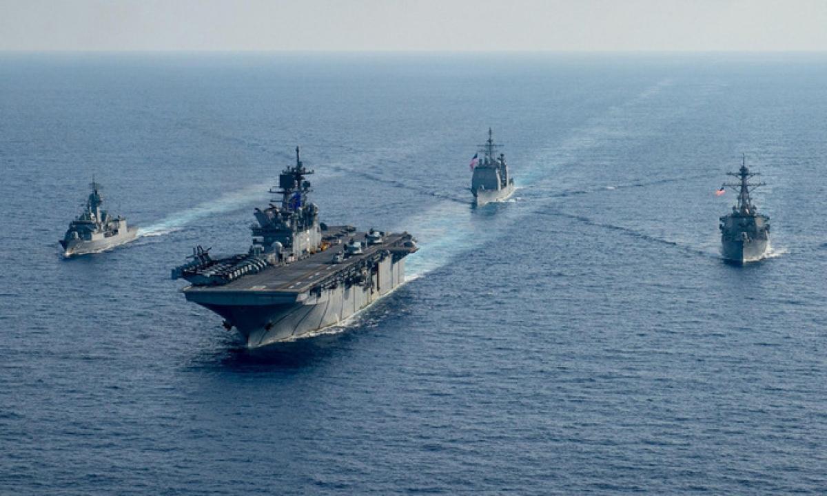 Tàu chiến của Mỹ và Australia diễn tập trên Biển Đông ngày 18/4. Ảnh:US Navy.