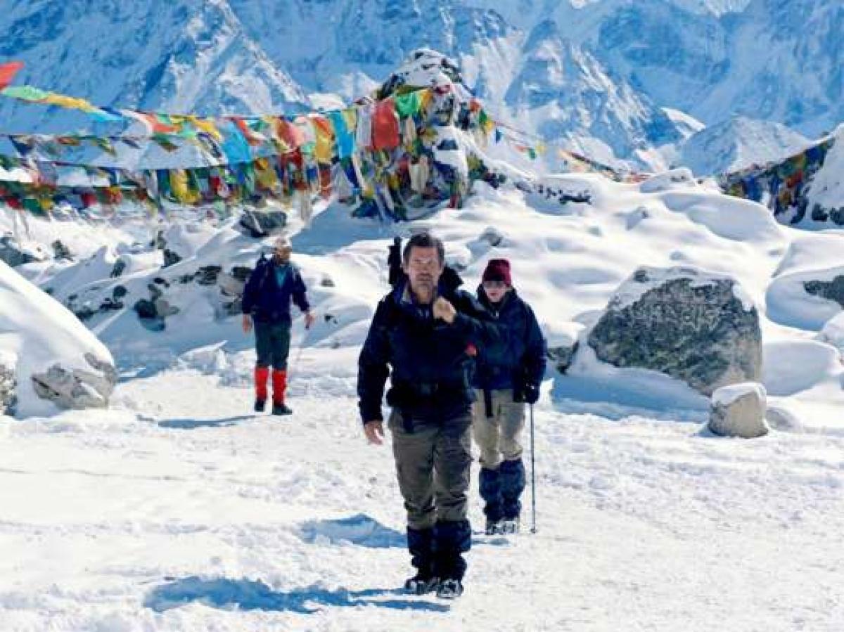 Sự việc trên đã làm nổ ra các cuộc tranh luận trong cộng đồng những người leo núi, đồng thời đặt câu hỏi về việc thương mại hóa hành trình leo lên đỉnh Everest. Trong ảnh là một cảnh trong bộ phim Everest được sản xuất năm 2015 tái hiện lại thảm kịch này.