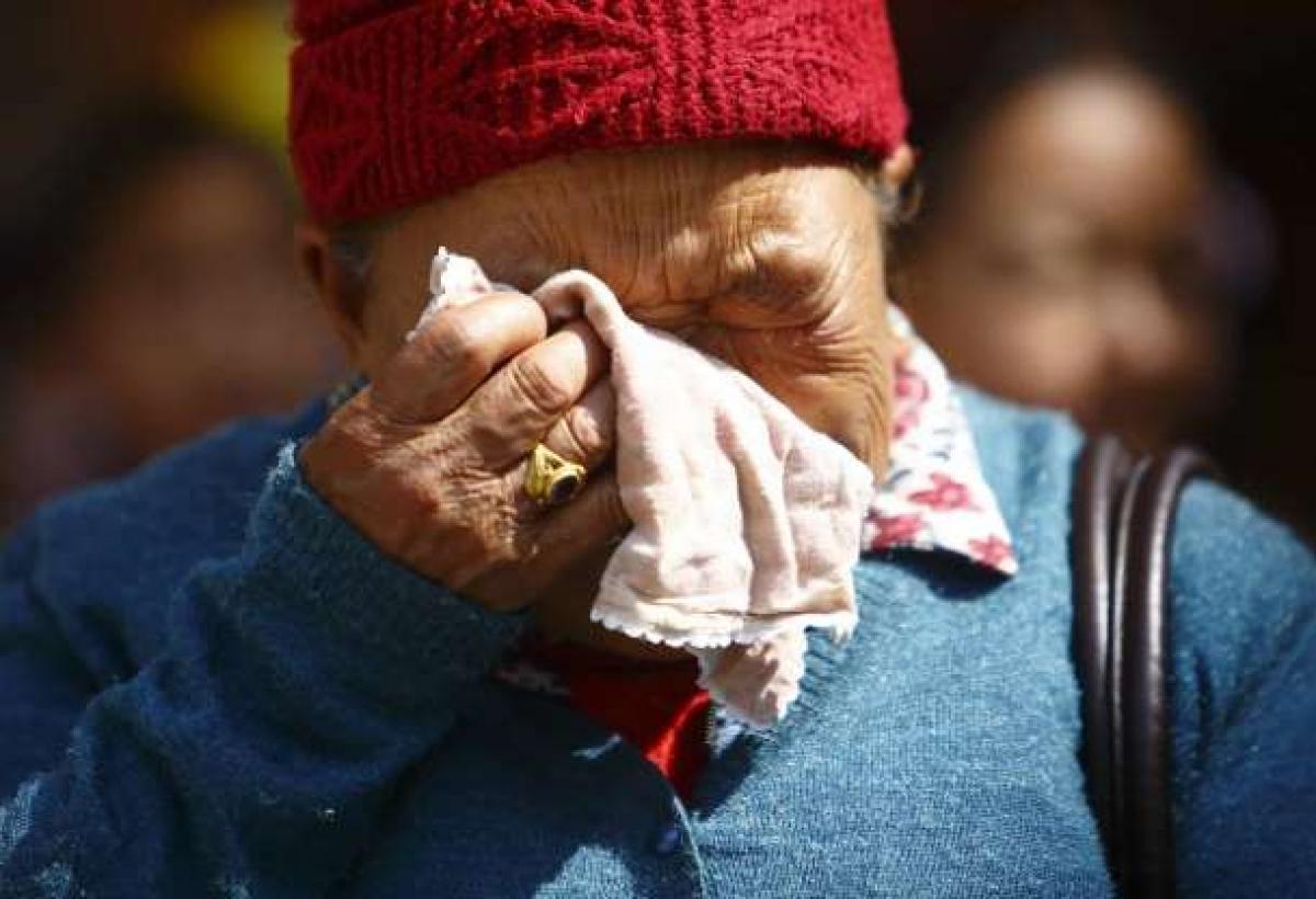 Tháng 4/2014, thảm kịch tồi tệ nhất trong lịch sử của Everest đã xảy ra khi một vụ lở tuyết ở Trại số 2 khiến 16 người dẫn đường Nepal thiệt mạng. Trong ảnh là mẹ của một trong các nạn nhân.