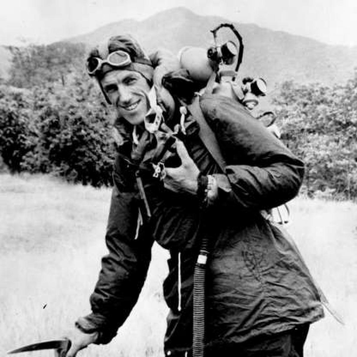 Nhà leo núi Edmund Hillary đã có chuyến leo núi đầu tiên thành công ở tuổi 20 khi chinh phục được ngọn núi Oliver ở South Island của New Zealand. Năm 1953, anh đã ghi tên mình trong lịch sử khi chinh phục thành công ngọn núi cao nhất thế giới - Everest
