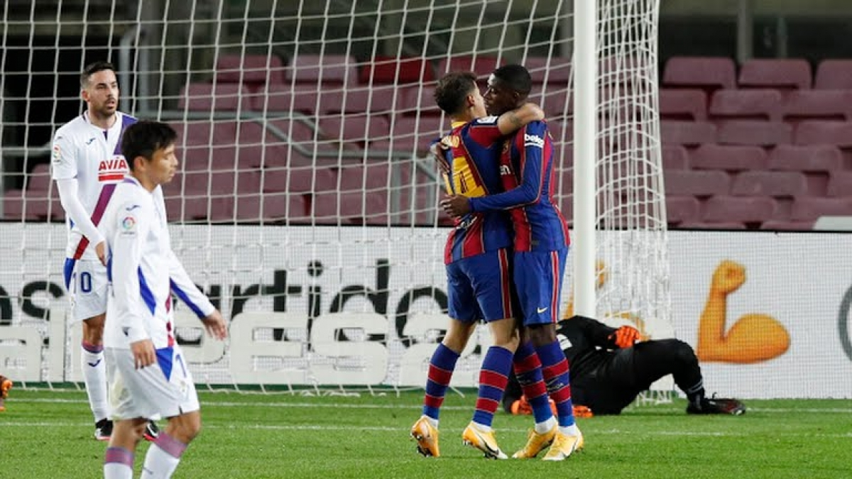 Dembele giúp Barca giành 1 điểm trước Eibar (Ảnh: Reuters).