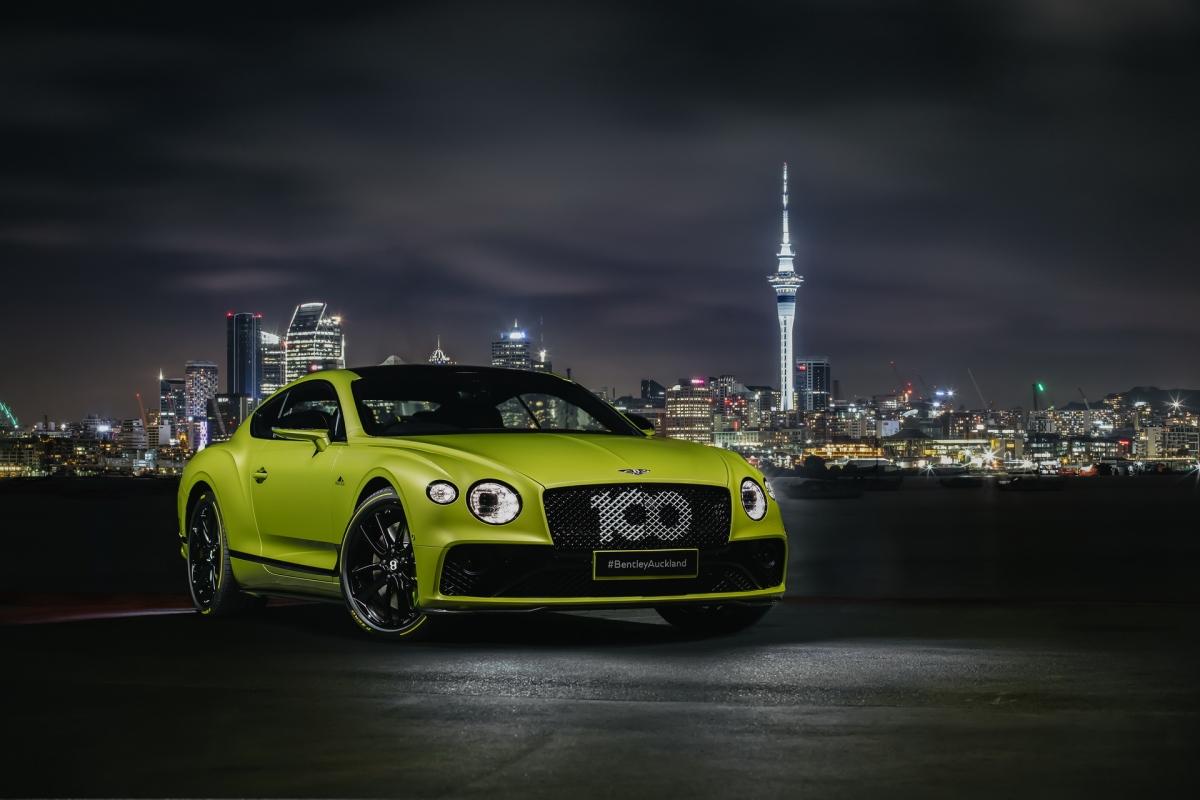 Pikes Peak Edition của Continental GT được Bentley được tạo nên nhằm kỷ niệm kỷ lục của mẫu xe này tại đường chạy leo đồi, tính giờ lâu đời nhất thế giới. Hãng xe siêu sang Anh Quốc chỉ sản xuất 15 chiếc loại này và chúng nhanh chóng được bán hết ngay sau khi ra mắt. Đến nay, những chiếc coupe này mới chính thức đến với tay những chủ nhân may mắn của chúng. Trong số 15 xe, năm chiếc sẽ được giao đến thị trường Mỹ, những chiếc còn lại, dự kiến sẽ có mặt tại Nhật Bản, UAE, Qatar, Đức, New Zealand và quê nhà của hãng.