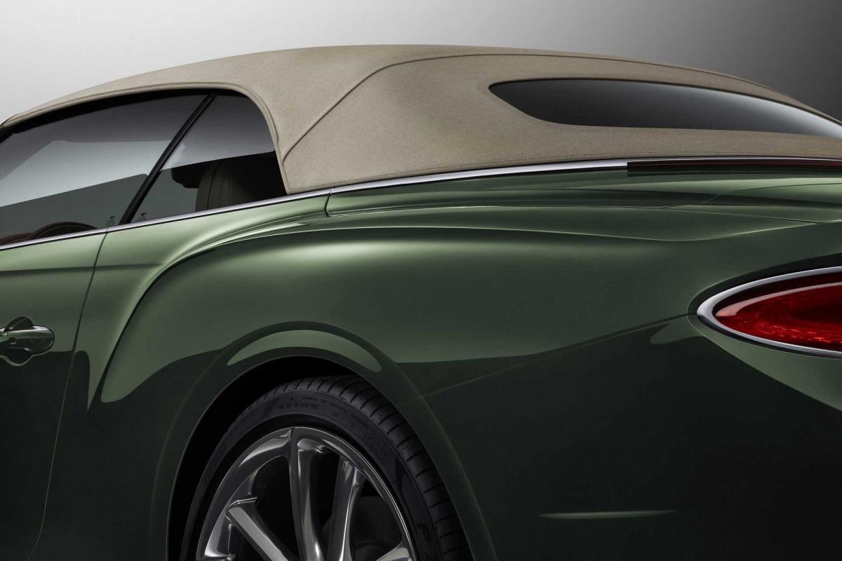 Mới ra mắt, vải tuýt bọc nội thất sẽ được hãng xe sang Anh Quốc cung cấp trên cả ba dòng xe Flying Spur, Continental GT và Bentayga. Hiện tại, loại vật liệu này chỉ được cung cấp ở ốp cửa và có bốn kiểu họa tiết khác nhau. Mỗi kiểu vải đan này sẽ khiến khoang lái của chiếc Bentley trở nên cứng cáp nhưng không kém phần tĩnh lặng.