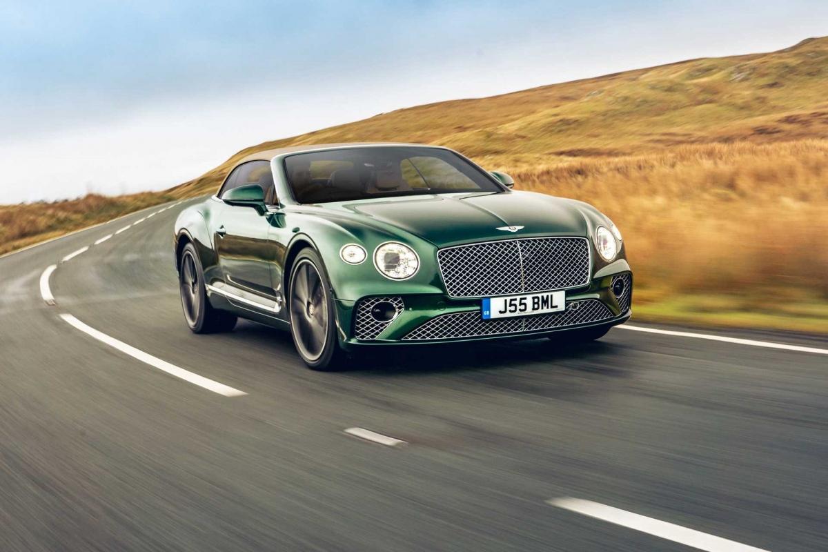 Để phục vụ khách hàng của mình toàn vẹn nhất, Bentley và bộ phận cá nhân hóa Mulliner không ngừng nghiên cứu, phát triển những loại vật liệu mới. Trước đây, vải tuýt từng được ra mắt là một vật liệu dành cho mui xếp vải của Bentley Continental GT Convertible thế hệ mới, giờ đây, loại vật liệu này đã tìm thấy đường vào bên trong khoang nội thất.