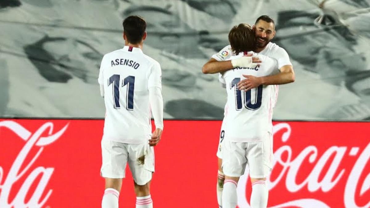 Real Madrid 3-1 Athletic Bilbao: Raul Garcia thẻ đỏ, Benzema lập cú đúp