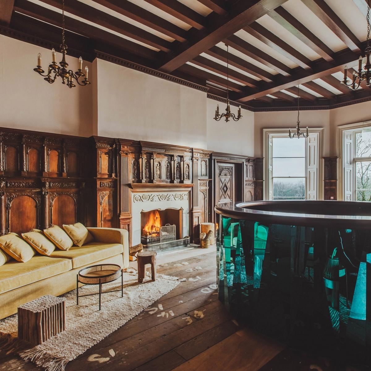 Khách sạn Birch, Vương quốc Anh của kiến trúc sư Red Deer vốn là lâu đài cổ từ thế kỷ 18. Khách sạn đặt ra một tiêu chuẩn mới về độ sang trọng, bảo tồn gần như nguyên vẹn các chi tiết trang trí ban đầu./.