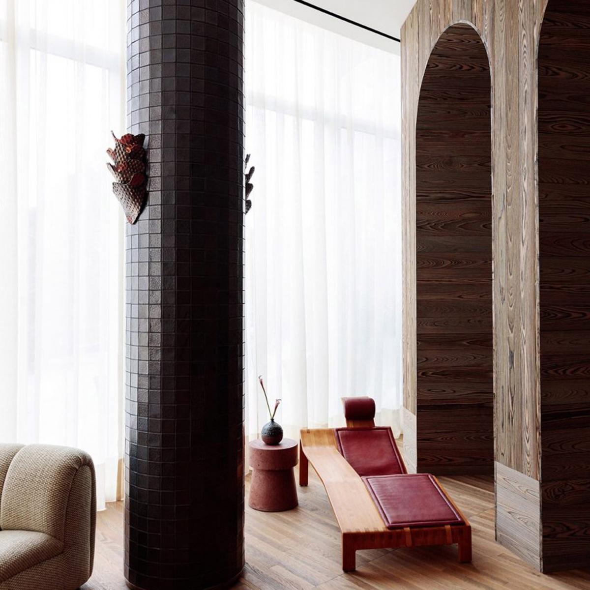 Một khách sạn độc đáo có tên Santa Monica Proper (Mỹ) được thiết kế bởi kiến trúc sư Kelly Wearstler. Nội thất hơi hướng cổ điển, phóng khoáng, mang đến kỳ nghỉ tuyệt vời.