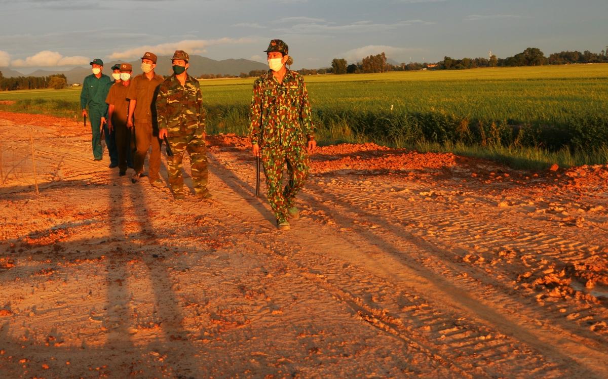 Cán bộ, chiến sỹ Chốt phòng chống dịch Covid-19 số 9, Đồn Biên phòng Vĩnh Gia.
