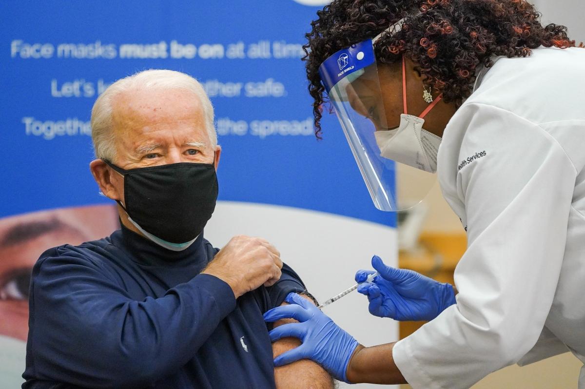 Tổng thống đắc cử Joe Biden đã được tiêm mũi đầu tiên vaccine được nghiên cứu và sản xuất bởi công ty dược phẩm Pfizer cùng đối tác BioNTech. Ảnh: Twitter.