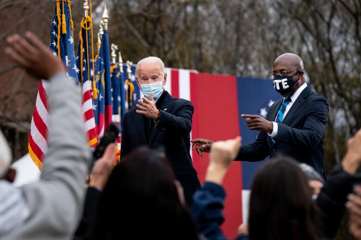 Tổng thống đắc cử Joe Biden vận động tại Atlanta cho các ứng viên đảng Dân chủ trong cuộc đua vào Thượng viện Mỹ ngày 15/12. Ảnh: New York Times
