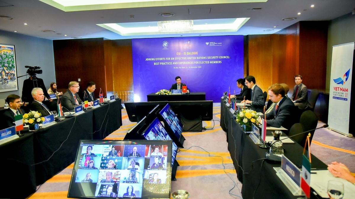 Phó Thủ tướng, Bộ trưởng Ngoại giao Phạm Bình Minh phát biểu tại cuộc họp giữa 10 nước Ủy viên không thường trực đương nhiệm (E10) và 5 nước mới trúng cử Ủy viên không thường trực (I5).