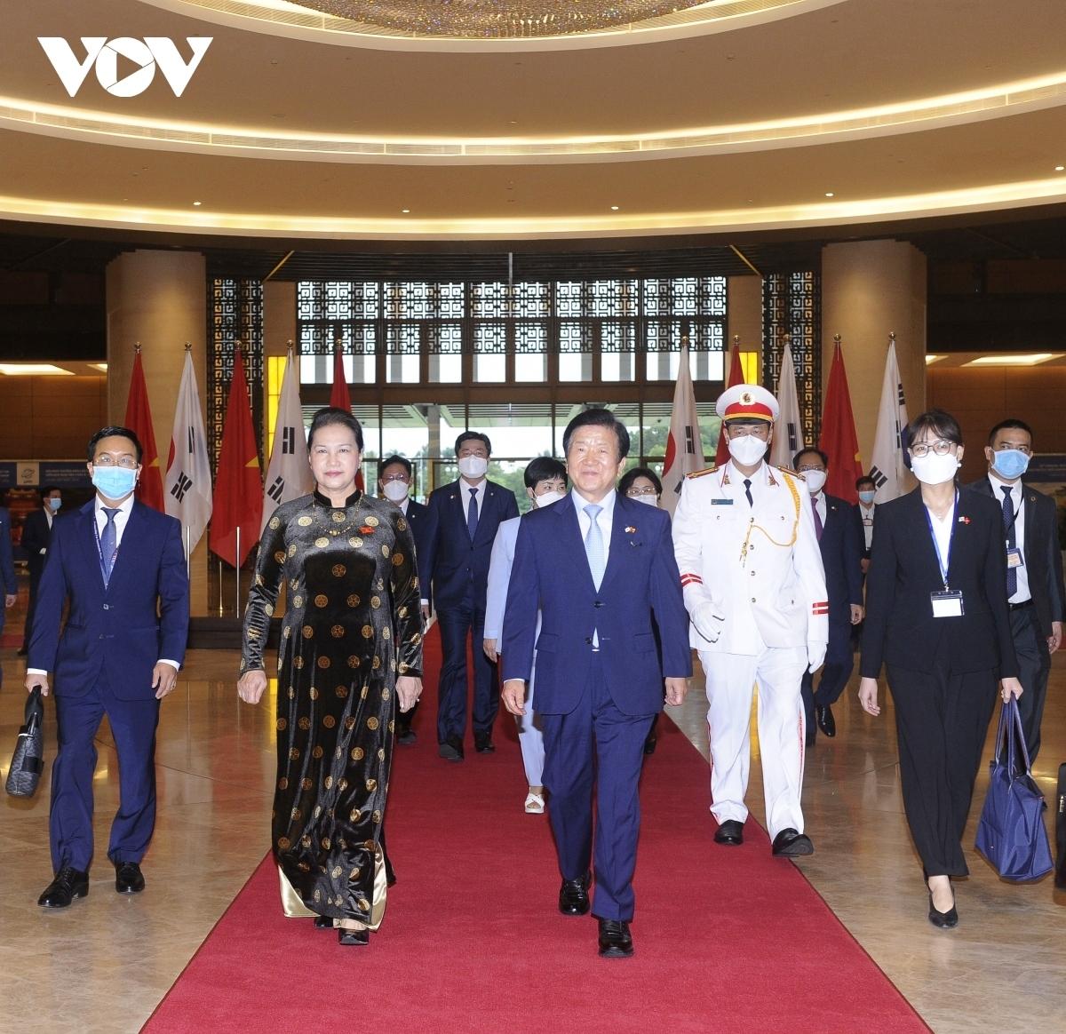 Nhận lời mời của Chủ tịch Quốc hội Nguyễn Thị Kim Ngân, Chủ tịch Quốc hội Hàn Quốc Park Byeong-Seug và Phu nhân cùng Đoàn đại biểu cấp cao Quốc hội Hàn Quốc thăm chính thức Việt Nam từ ngày 31/10 - 4/11.