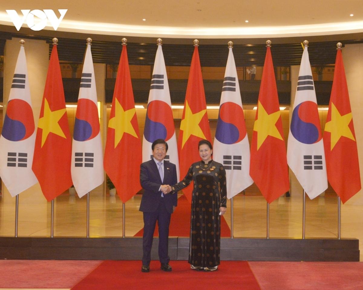 Chủ tịch Quốc hội Nguyễn Thị Kim Ngân nhiệt liệt chào mừng Ngài Chủ tịch Quốc hội Park Byeong-Seug và Đoàn đại biểu cấp cao Quốc hội Hàn Quốc sang thăm chính thức Việt Nam.
