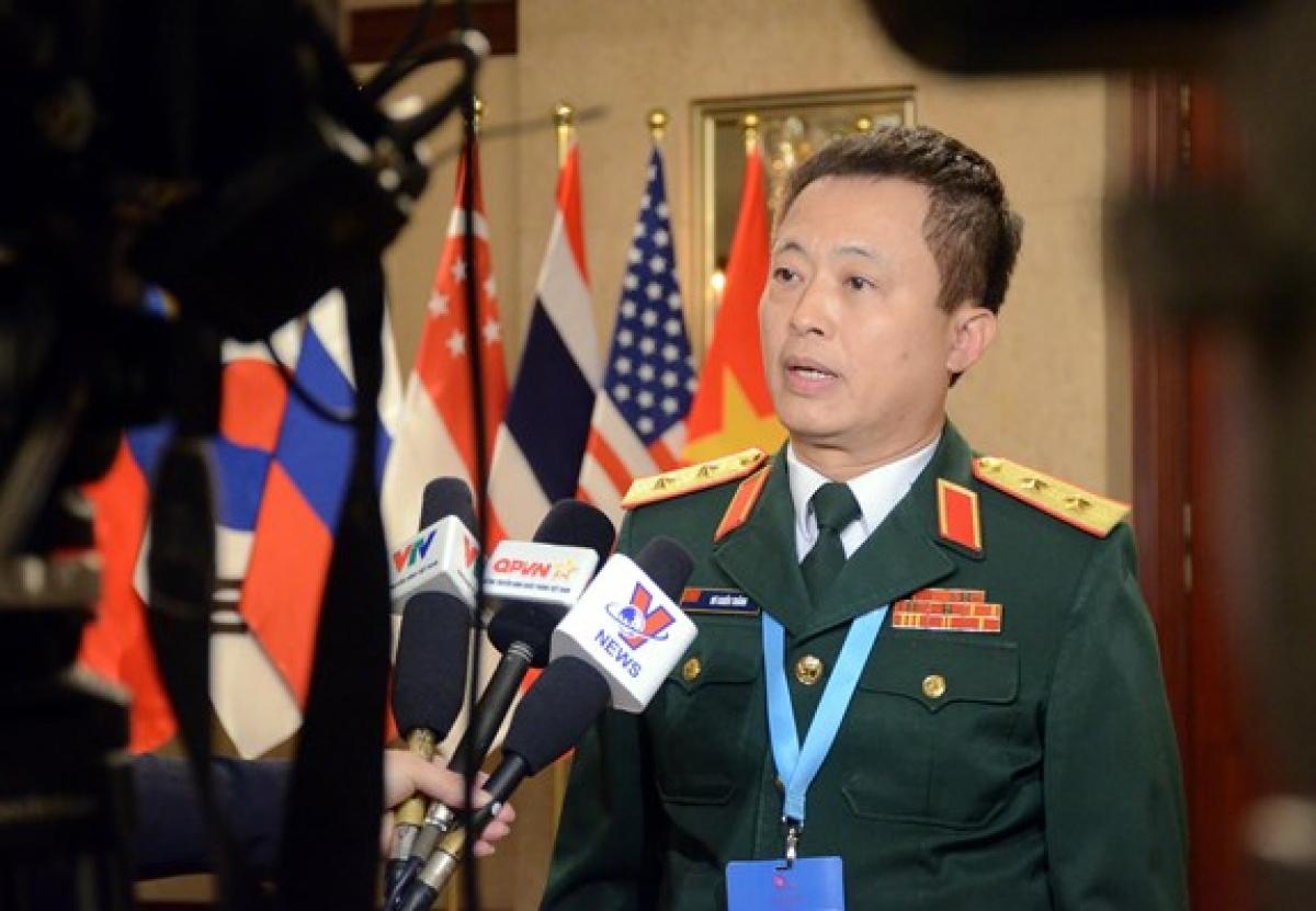 Trung tướng Vũ Chiến Thắng trả lời phỏng vấn báo chí. Ảnh: TRANG THU